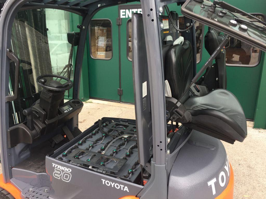 Toyota 8FBMT20 Elettrico 4 ruote www.cemiat.com