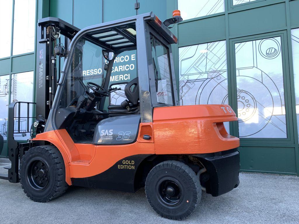 Toyota 02-7FDJF35 Dieselstapler www.cemiat.com
