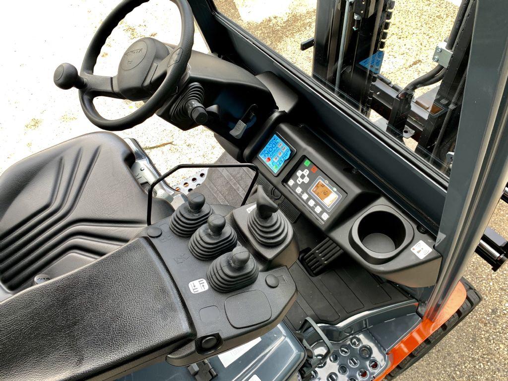 Toyota 8FMB16T Elektro 4 Rad-Stapler www.cemiat.com