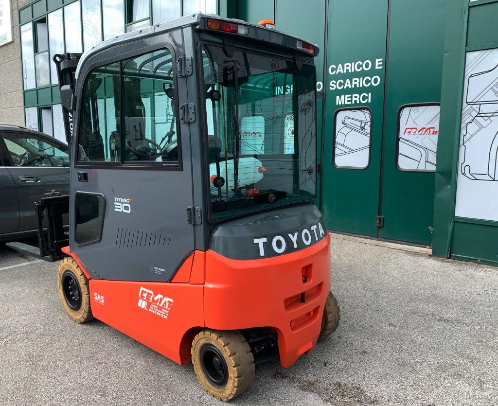 Toyota 8FBMT30 Elektro 4 Rad-Stapler www.cemiat.com
