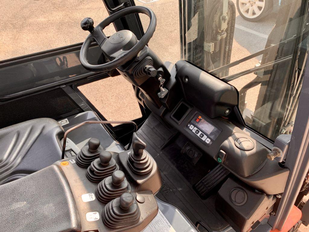 Toyota 8FBMT16 Elektro 4 Rad-Stapler www.cemiat.com