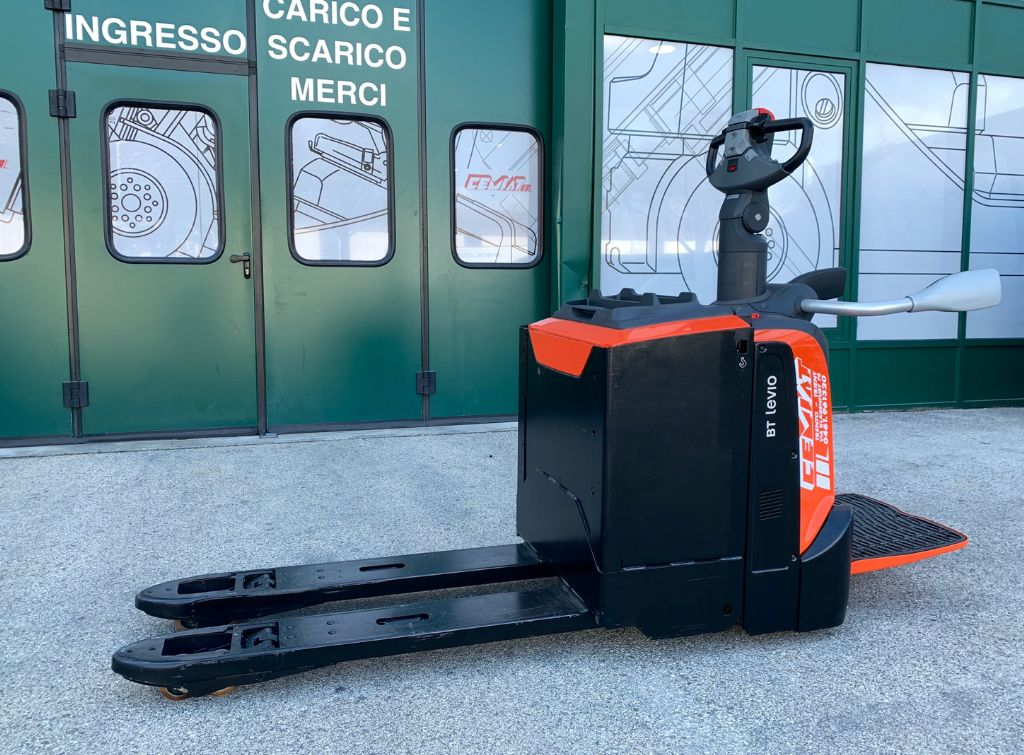 BT LPE 250 Niederhubwagen www.cemiat.com