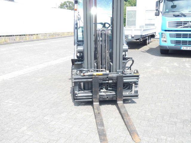 Nissan-U1D2A25LQ-Treibgasstapler-http://www.decker-gabelstapler.de