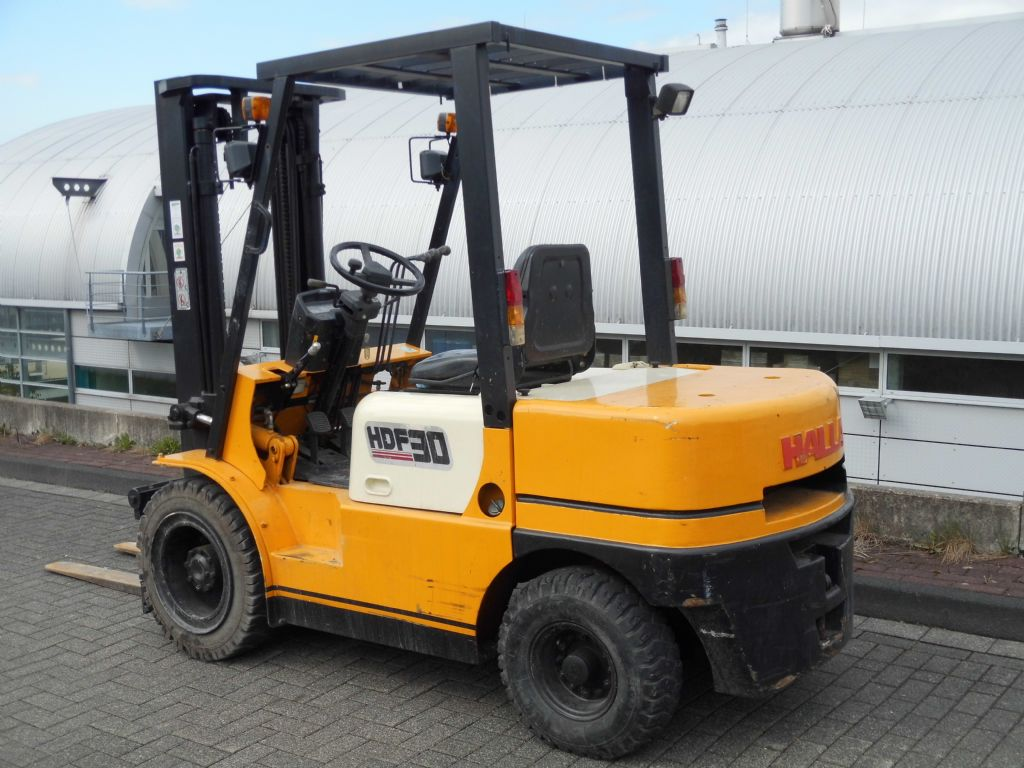 Halla-HDF 30-Dieselstapler-http://www.decker-gabelstapler.de
