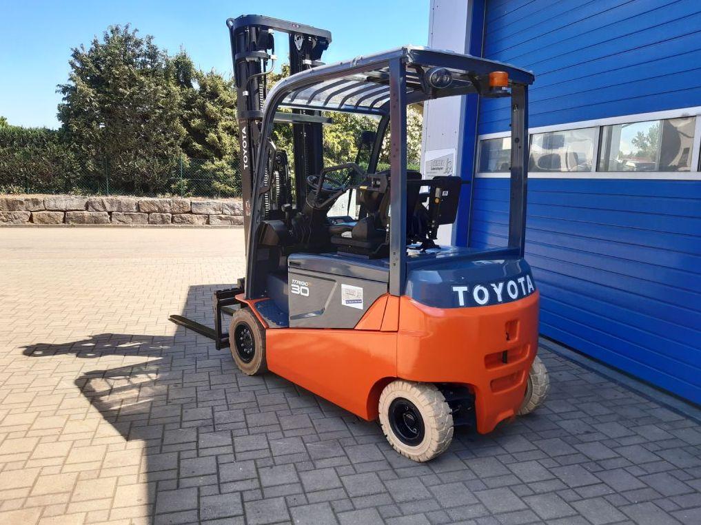 Toyota-8FBMT30-Elektro 4 Rad-Stapler-http://www.diemer-gabelstapler.de