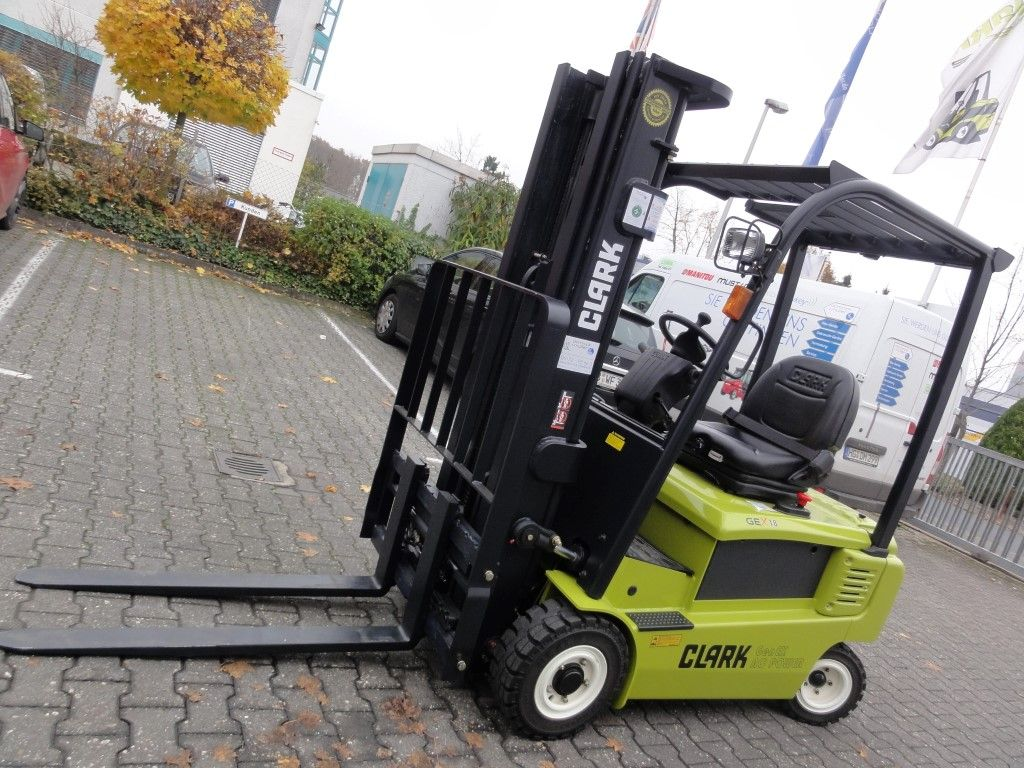Clark-GEX 18 3F478 Demo2014-Elektro 4 Rad-Stapler domnick-mueller.de