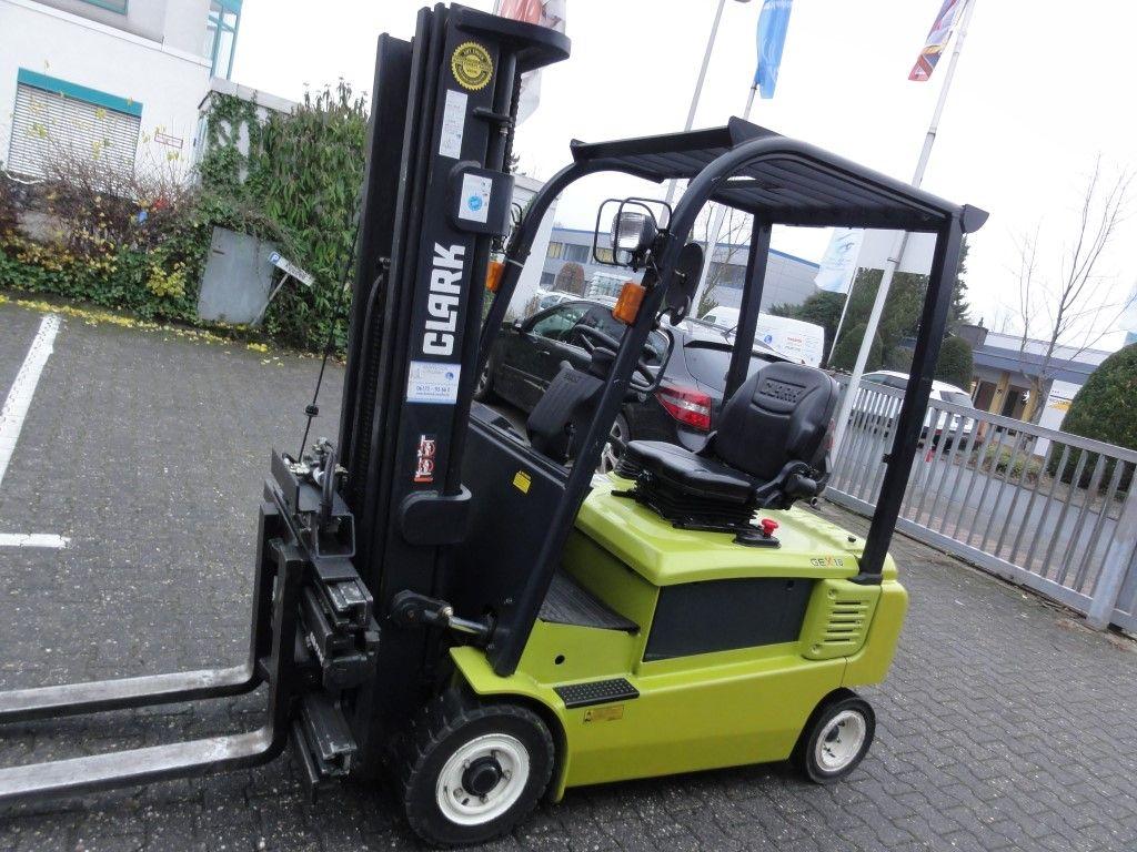 Clark-GEX 18 3F478-Elektro 4 Rad-Stapler domnick-mueller.de