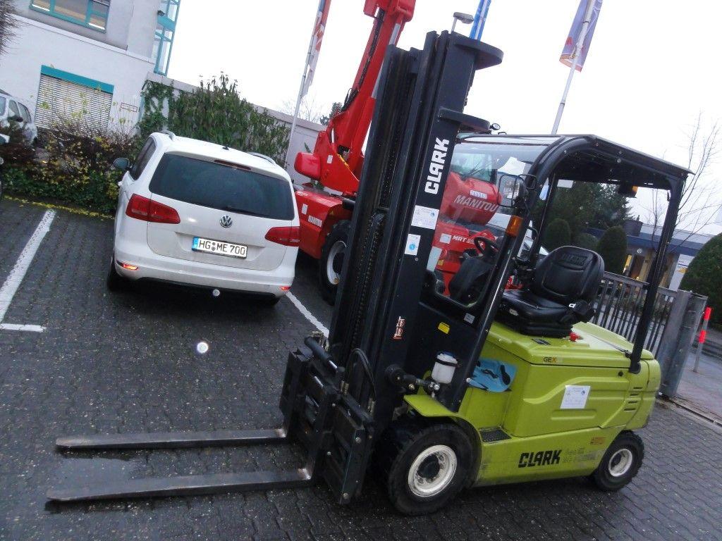 Clark-GEX 25 3F550-Elektro 4 Rad-Stapler domnick-mueller.de
