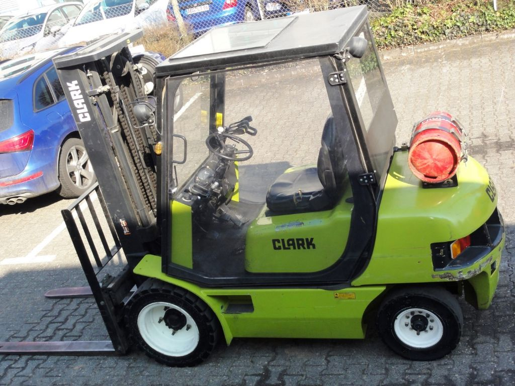 Clark-CMP 30 L 3F480-Treibgasstapler domnick-mueller.de