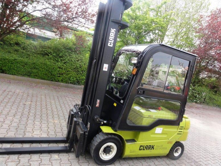 Clark-GEX 25 3F610-Elektro 4 Rad-Stapler domnick-mueller.de