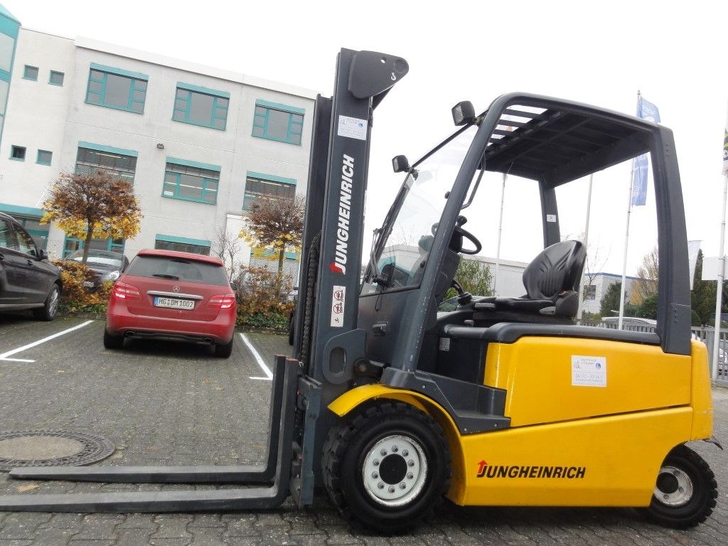 Jungheinrich-EFG 430 2F330-Elektro 4 Rad-Stapler domnick-mueller.de