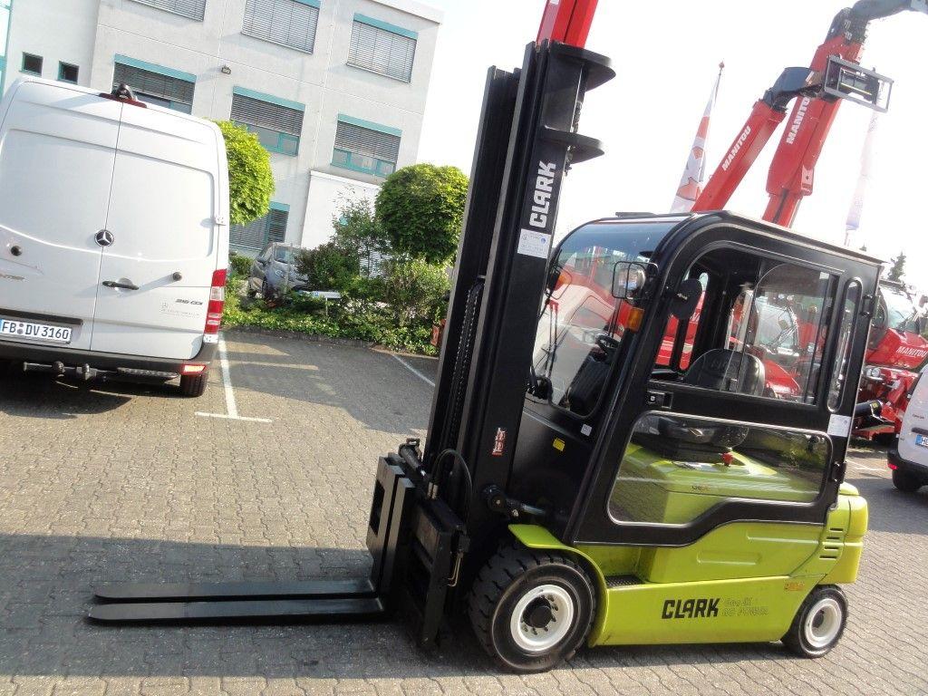 Clark-GEX 30L 3F610-Elektro 4 Rad-Stapler domnick-mueller.de