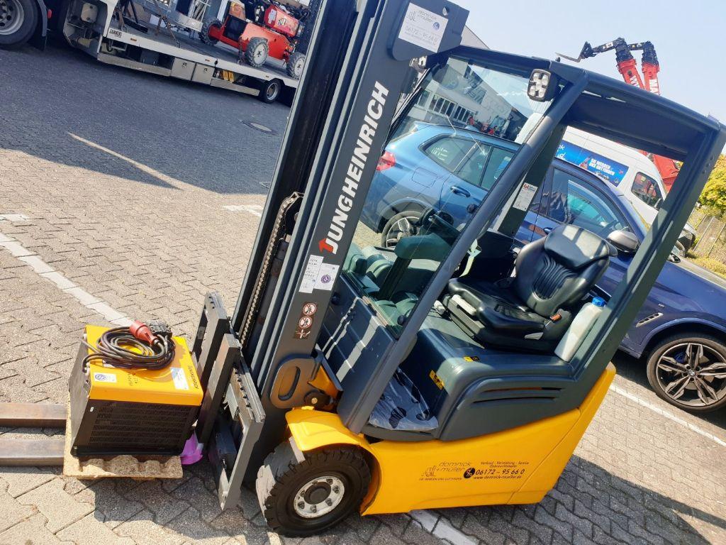 Jungheinrich-EFG 215 Accu2016-Elektro 3 Rad-Stapler domnick-mueller.de