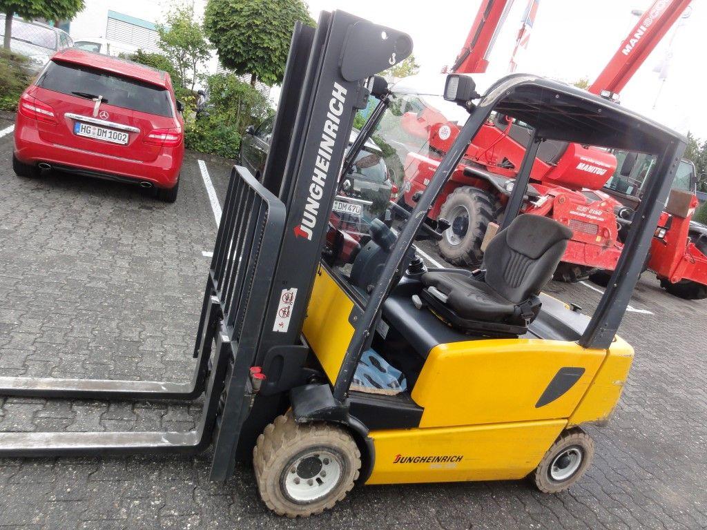 Jungheinrich-EFG 320 3F435 *Batt-2014*-Elektro 4 Rad-Stapler domnick-mueller.de