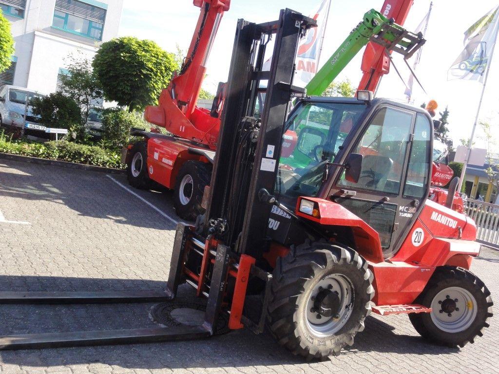 Manitou-MC 30 - 2F400 2x4-Geländestapler domnick-mueller.de