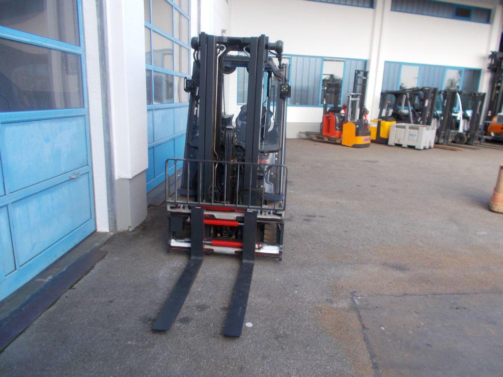 Linde-E25L-01-Elektro 4 Rad-Stapler-www.staplerservice-ebert.de