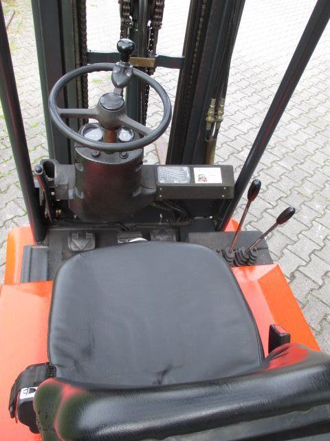Linde-E12-02-Elektro 3 Rad-Stapler-www.efken-stapler.de