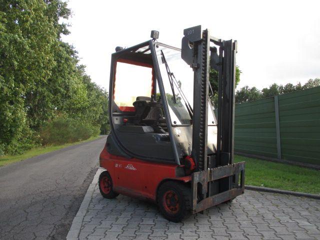 Linde-E16P-02-Elektro 4 Rad-Stapler-www.efken-stapler.de