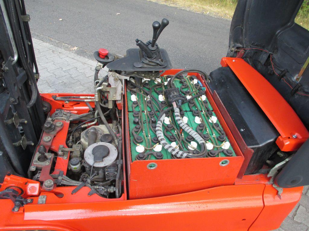 Linde-E14-Elektro 3 Rad-Stapler-www.efken-stapler.de