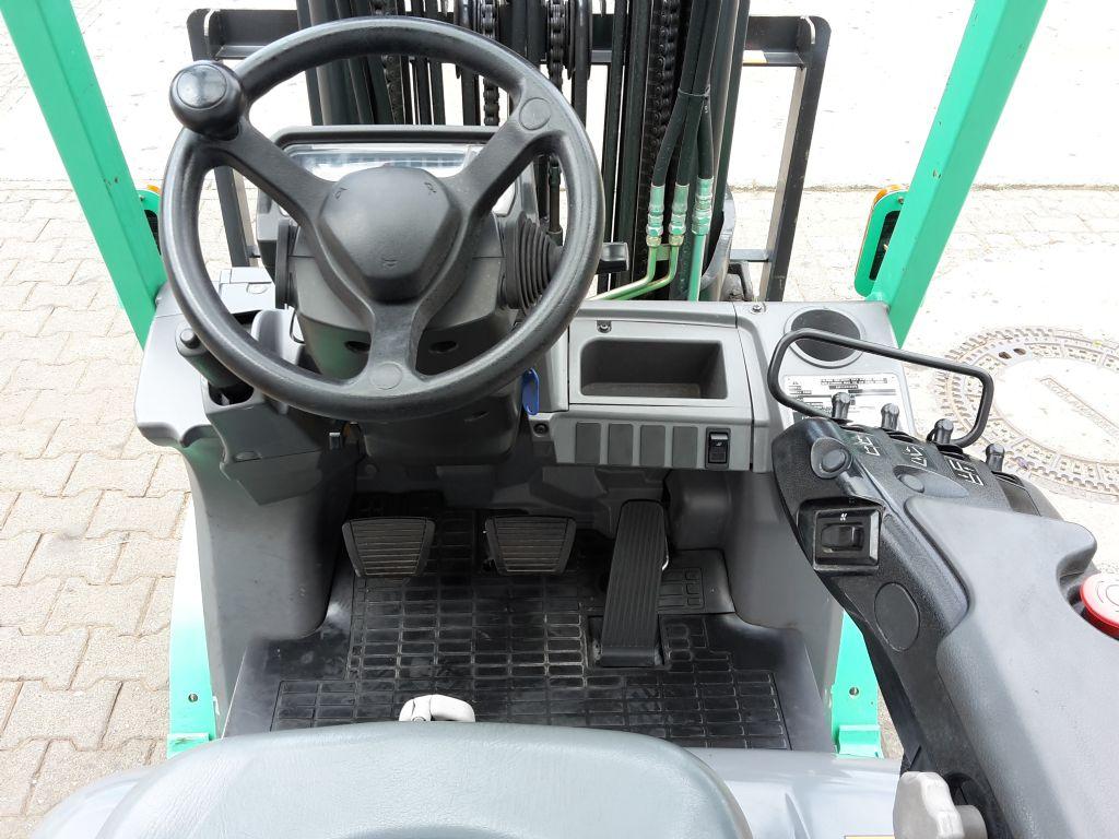 Mitsubishi-FD20CN-Dieselstapler-www.ehlers-stapler.de