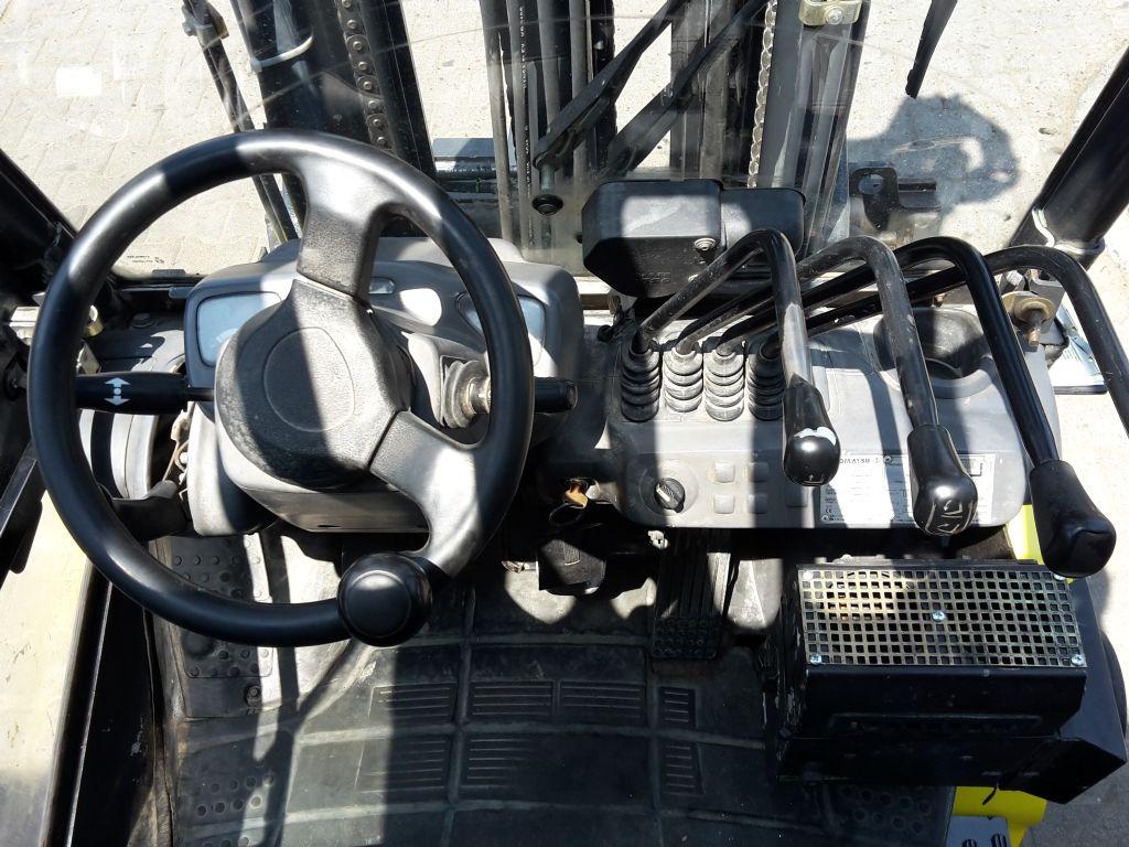Komatsu-FD30T-16R-Dieselstapler-www.ehlers-stapler.de