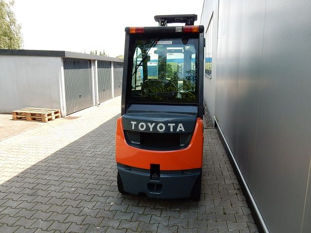 Toyota-06-8FD18F-Dieselstapler-www.eundw.com