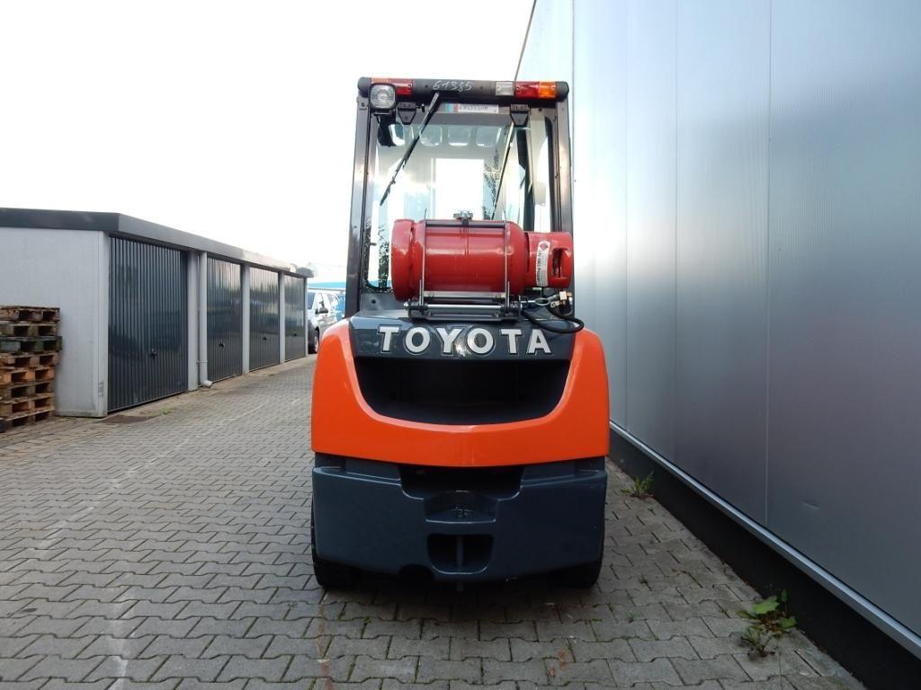 Toyota-02-8FGJF35-Treibgasstapler-www.eundw.com