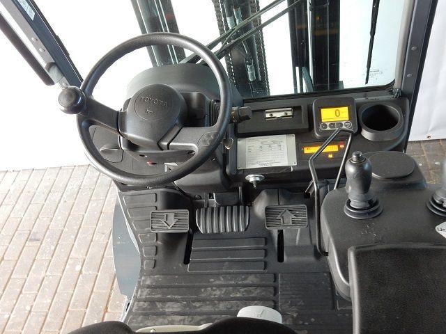 Toyota-06-8FG18F-Treibgasstapler-www.eundw.com