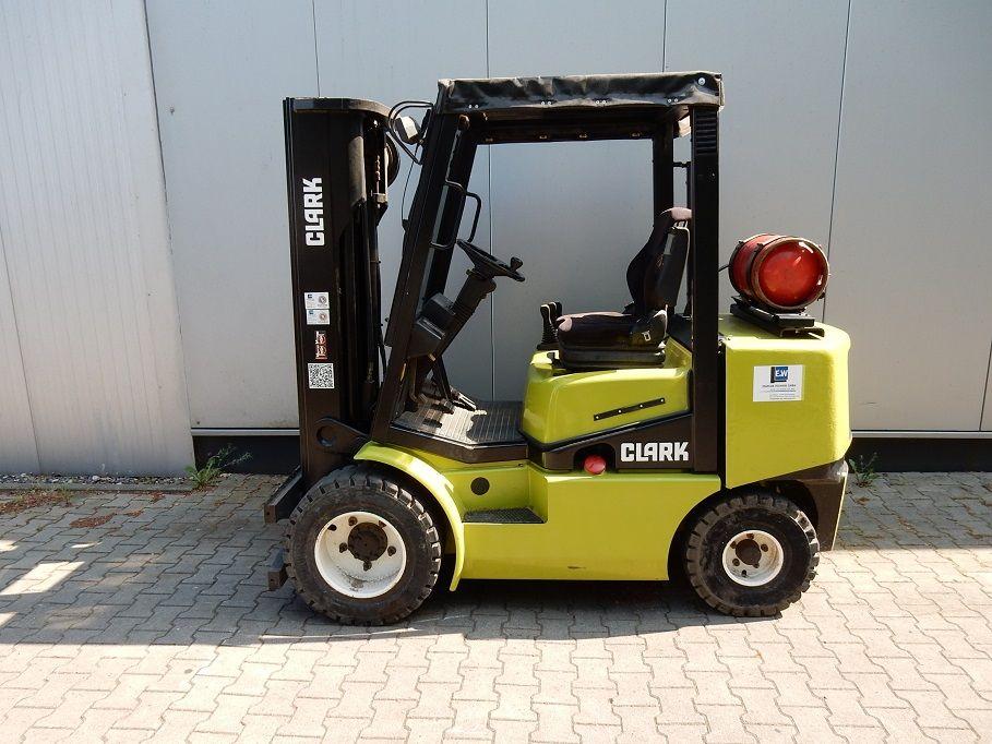 Clark-CGP30-Treibgasstapler-www.eundw.com