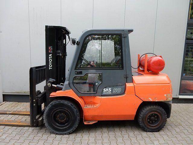 Toyota-02-7FGA50-Treibgasstapler-www.eundw.com