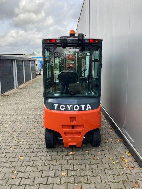 Toyota-8FBMT30-Elektro 4 Rad-Stapler-www.eundw.com