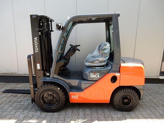 Toyota-02-8FDF30-Dieselstapler-www.eundw.com