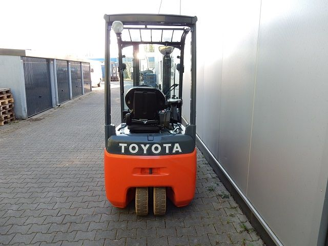 Toyota-8FBE20T-Elektro 3 Rad-Stapler-www.eundw.com