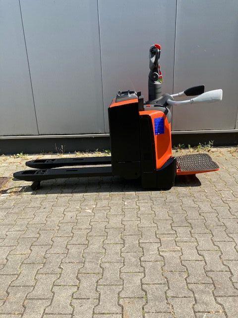 BT-LPE200-Niederhubwagen-www.eundw.com