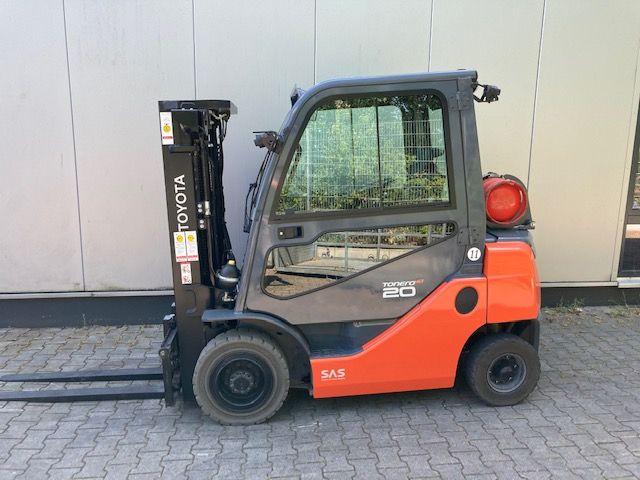 Toyota-06-8FG20F-Treibgasstapler-www.eundw.com