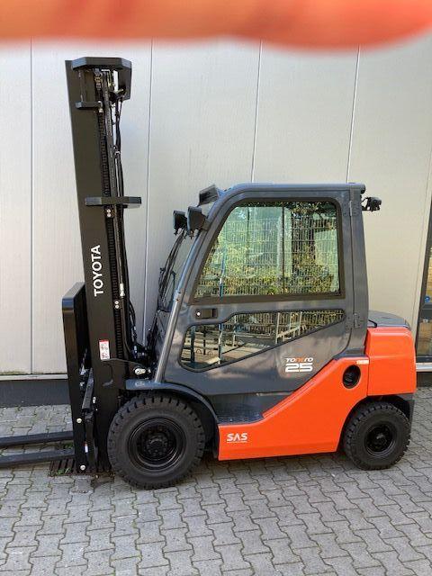 Toyota-02-8FDF25-Dieselstapler-www.eundw.com