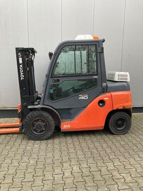 Toyota-40-8FD35N-Dieselstapler-www.eundw.com