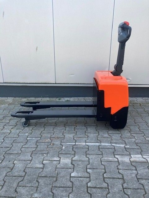 BT-LWE130-Niederhubwagen-www.eundw.com