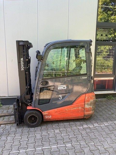 Toyota-8FBET20-Elektro 3 Rad-Stapler-www.eundw.com
