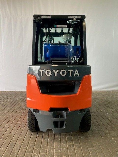Toyota-02-8FGKF20-Treibgasstapler-www.eundw.com