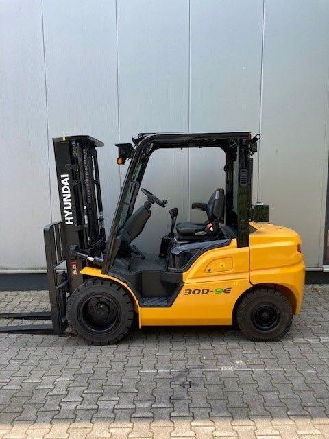Hyundai-30D-9E-Dieselstapler-www.eundw.com