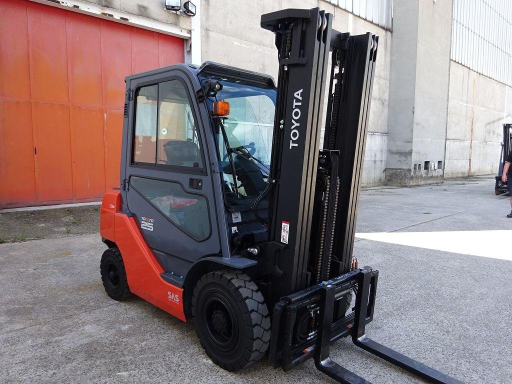 Toyota-02-8FDF25-Dieselstapler www.ffb-gabelstapler.de
