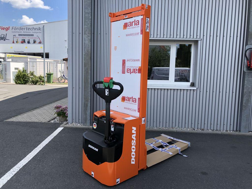 Doosan-LEDS 12.5 C-Deichselstapler-www.fiegl-gabelstapler.de