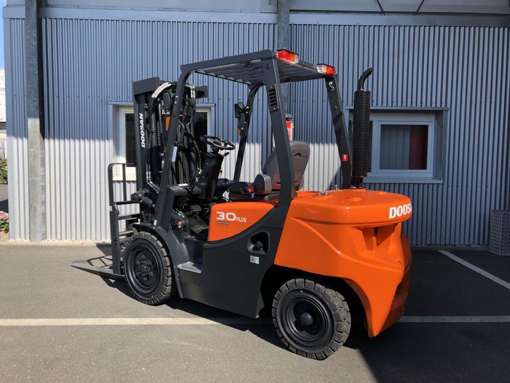 Doosan-D30GP-Dieselstapler-www.fiegl-gabelstapler.de