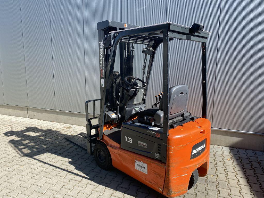 Doosan-B13R-5-Elektro 3 Rad-Stapler-www.fiegl-gabelstapler.de