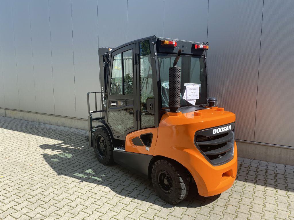 Doosan-D30S-9-Dieselstapler-www.fiegl-gabelstapler.de