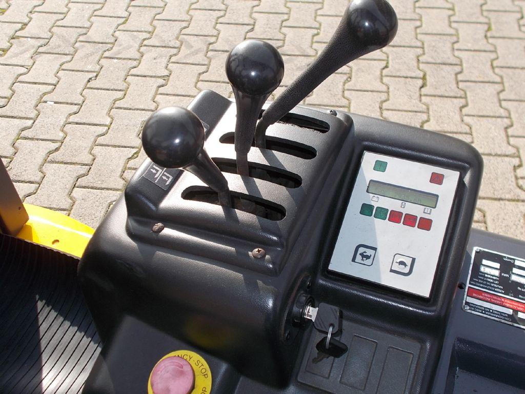 OM XE15-3 Elektro 3 Rad-Stapler www.filler-gmbh.de