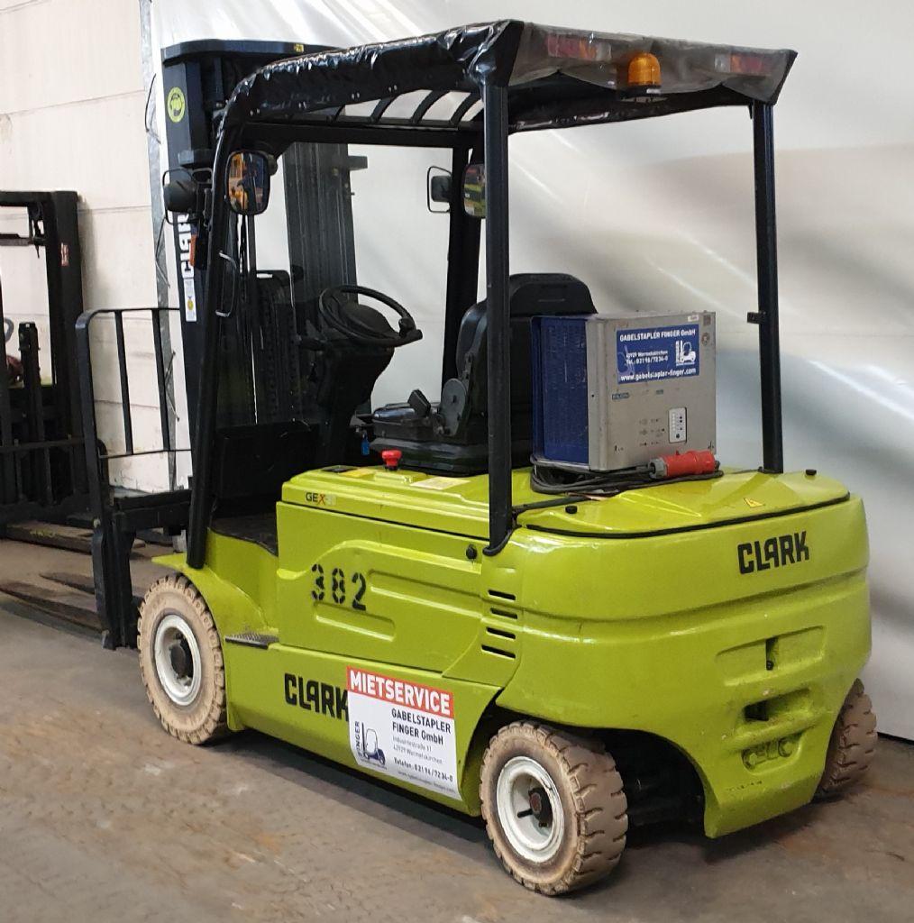 Clark-GEX 30-Elektro 4 Rad-Stapler-www.gabelstapler-finger.com