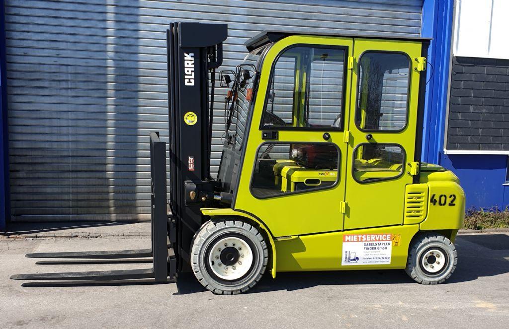 Clark-GEX 50-Elektro 4 Rad-Stapler-www.gabelstapler-finger.com