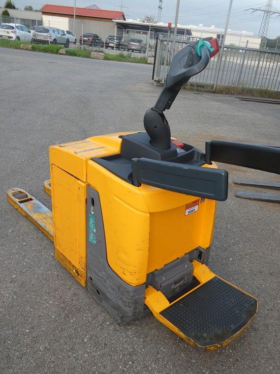 Jungheinrich-ERE 120 20-115-54-Fahrerstandstapler-www.fischer-gabelstapler.de